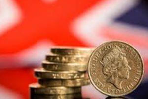 بريطانيا تستعد لفتح آلاف المتاجر مع تخفيف إجراءات العزل العام