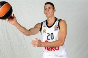 ريال مدريد يمدد عقد نجم فريق كرة السلة