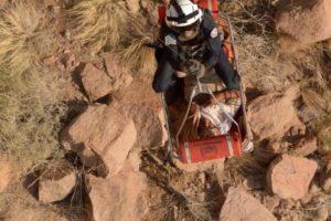 طيران الأمن ينقذ مسناً تعرض لإصابة في قمة جبل رضوى