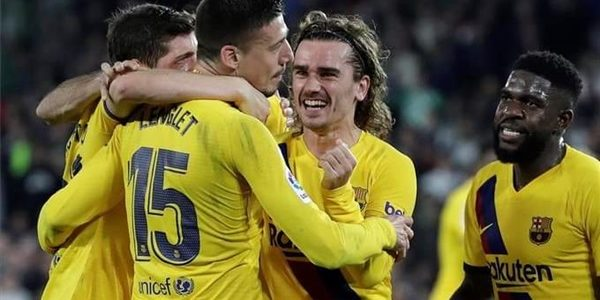 برشلونة يقترب من التجديد لنجم الفريق
