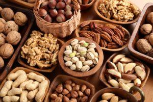 السعرات الحرارية في المكسرات والفوائد الصحية لها