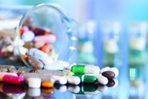 """أستاذ مناعة يكشف الدواء الأقرب لتخليص العالم من """"كورونا"""" (فيديو)"""