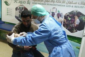 """""""سلمان للإغاثة"""" يقدم مساعدات غذائية لمرضى بالزعتري وعرسال"""