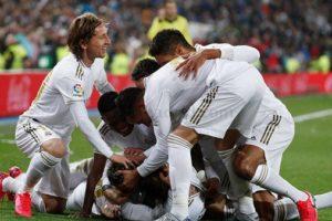 ريال مدريد يسعي لخطف لقب الليجا من أنياب برشلونة