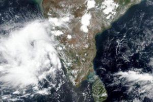 القنصلية في مومباي تحذر من إعصار «نيسارغا»