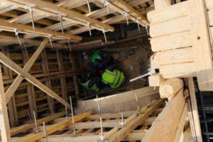 بالصور .. إنقاذ شخصين سقطا داخل منهل تحت الإنشاء ببريدة