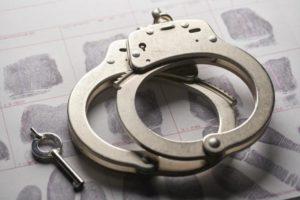 القبض على المتباهي بالمال عبر سنابه الشخصي بالرياض